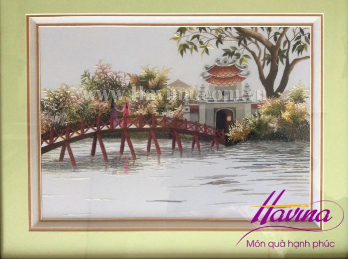 tranh-theu-cau-the-huc-den-ngoc-son-01